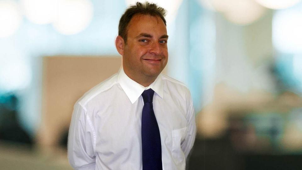 Expert profile of Daniel Denton